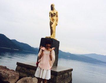 日本で1番深い湖「秋田県・田沢湖」伝説の美少女たつこ像と私を並べてみた。