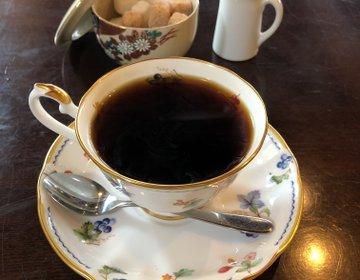 美味しいコーヒーをゆっくりと寛げる空間、和のテイストで庭園を眺めながら《珈童》福岡