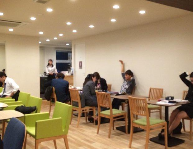 知るカフェ 早稲田大学前店