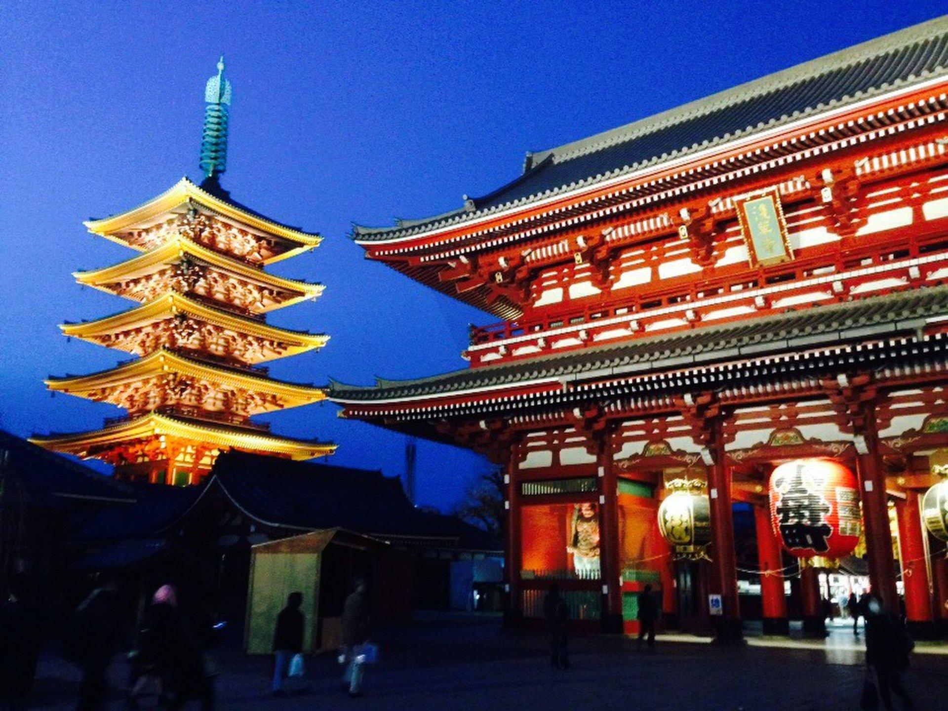 浅草デートにおすすめ夜のライトアップされた浅草寺からスカイツリーへ!食べ歩き・散策プラン