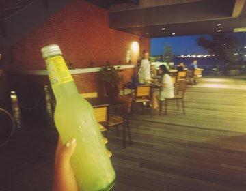 横浜みなとみらい夜お散歩デート!お洒落なソーダバー&海の見えるテラスで夜ピクニック