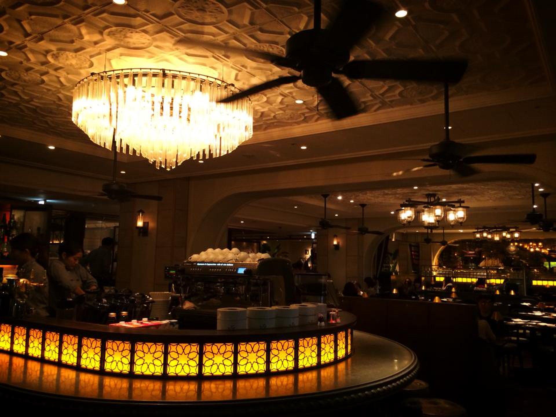 ホテルと名が付いているけど宿泊施設がない。。。シックスバイオリエンタルホテルの極上カレー。