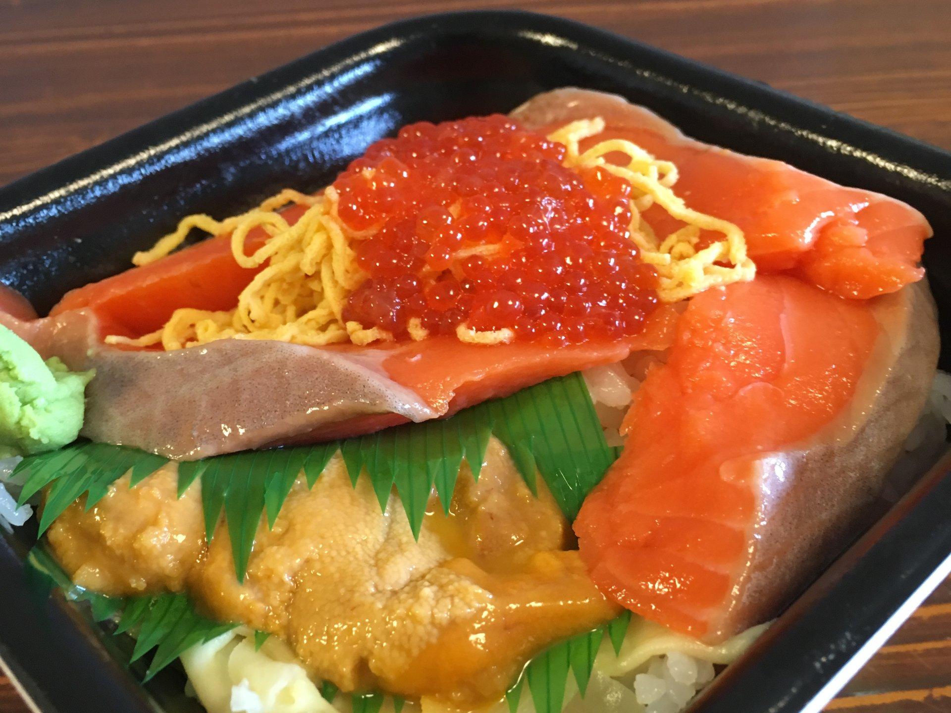 【浜松町・ランチ】雨の日割引あり!美食同源「MAC 丼丸 汐留店」の海鮮丼