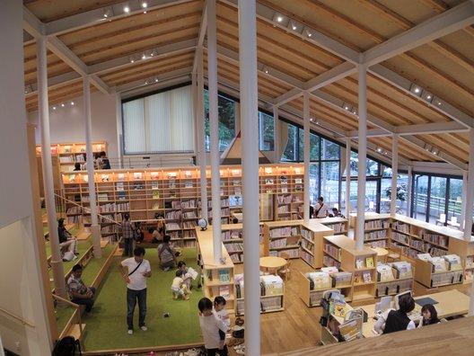 九州パンケーキカフェ武雄市こども図書館店