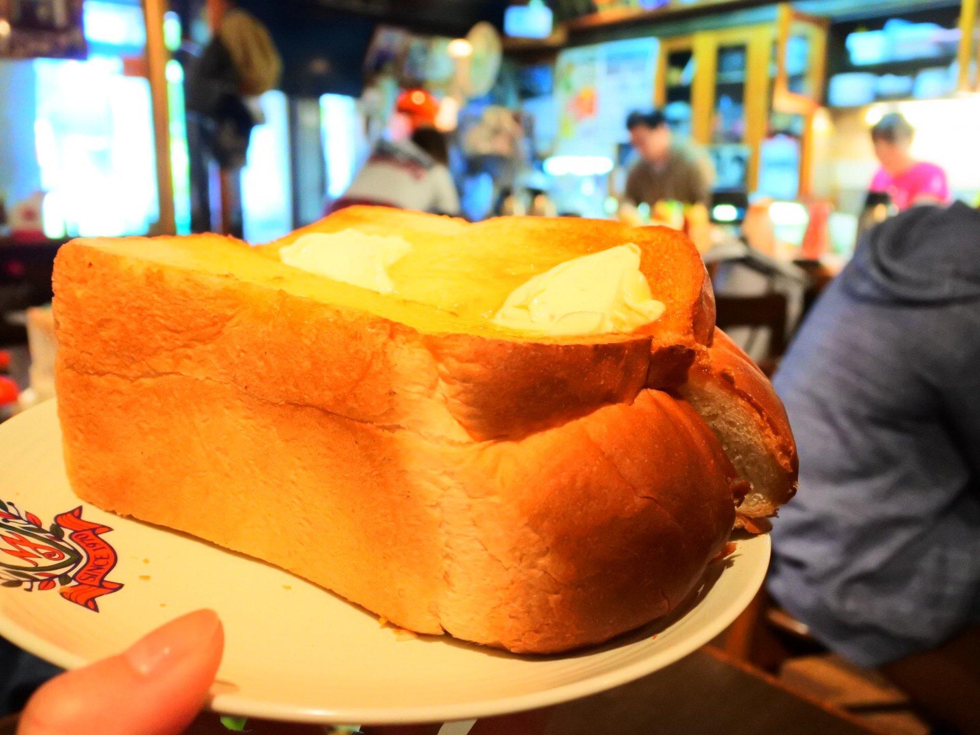 「モーニングでトースト半斤食べたことある?」大阪にある人気のデカ盛り店は安くて美味くてお腹いっぱい!