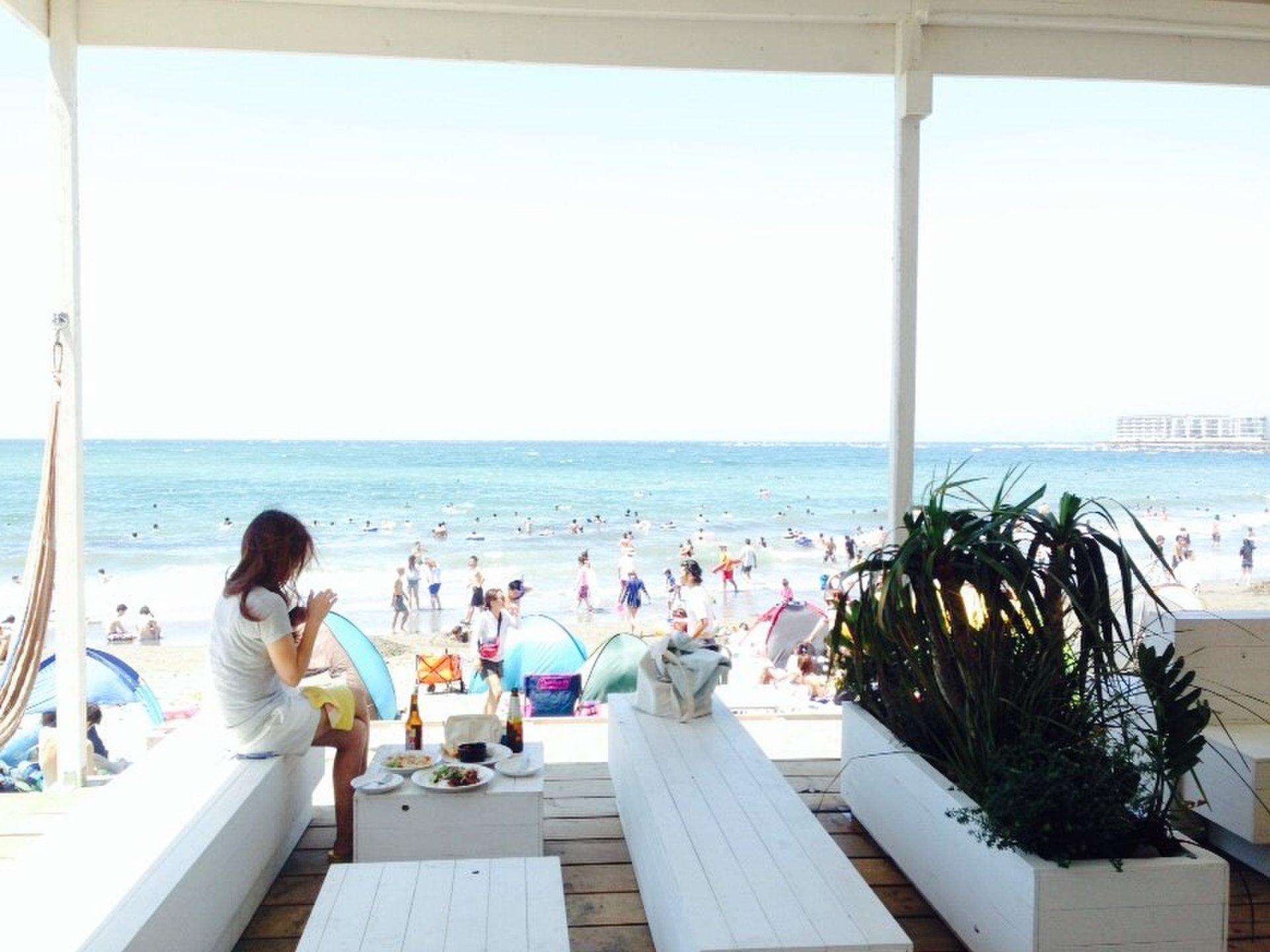 【おすすめ夏デートスポット】一色海岸!白い海の家で優雅にリゾート気分!