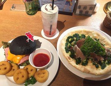 ワンピースタワーのチケットなしで入れる「Cafe Mugiwara」は世界中のワンピ本が読み放題!
