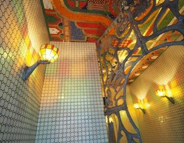 神殿って池袋にもあったんだ。非日常・建物巡りからエモいカフェで仕事