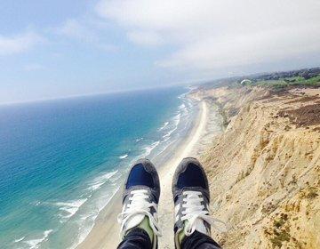 【サンディエゴでアウトドア】空と海を一度に満喫できちゃうスポーツ!パラグライダー!