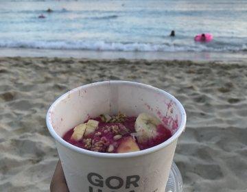 ハワイ旅行 ワイキキで美味しいアサイーボウルをテイクアウトして、ビーチピクニックプラン!