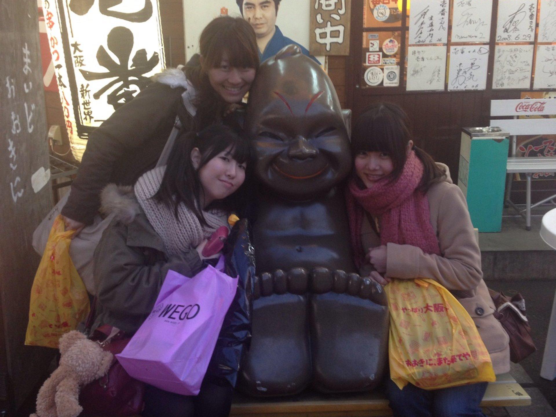 大阪の新世界で朝まで飲み会!日本一の串揚げグルメ「横綱」は食べ盛り女子会