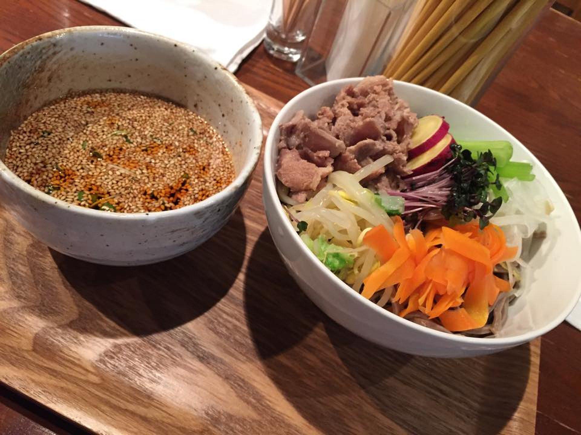 【沖縄料理店で食べる絶品そば】ベジタリアンや女性におすすめ!!TAMAで食べるヘルシー肉野菜そば