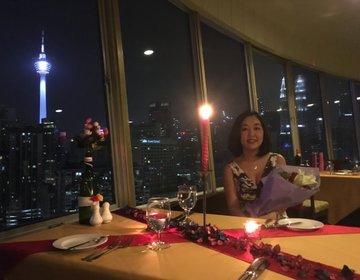 【マレーシア在住が教える】ノスタルジックな回転展望レストランでKLの歴史といまを感じるディナー