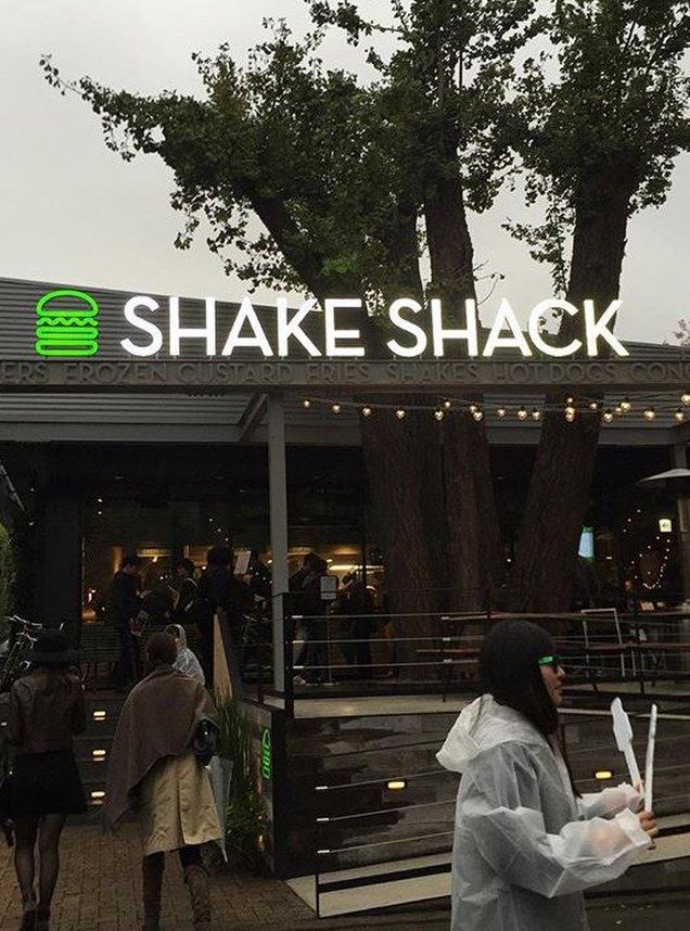 シェイク シャック 外苑いちょう並木店