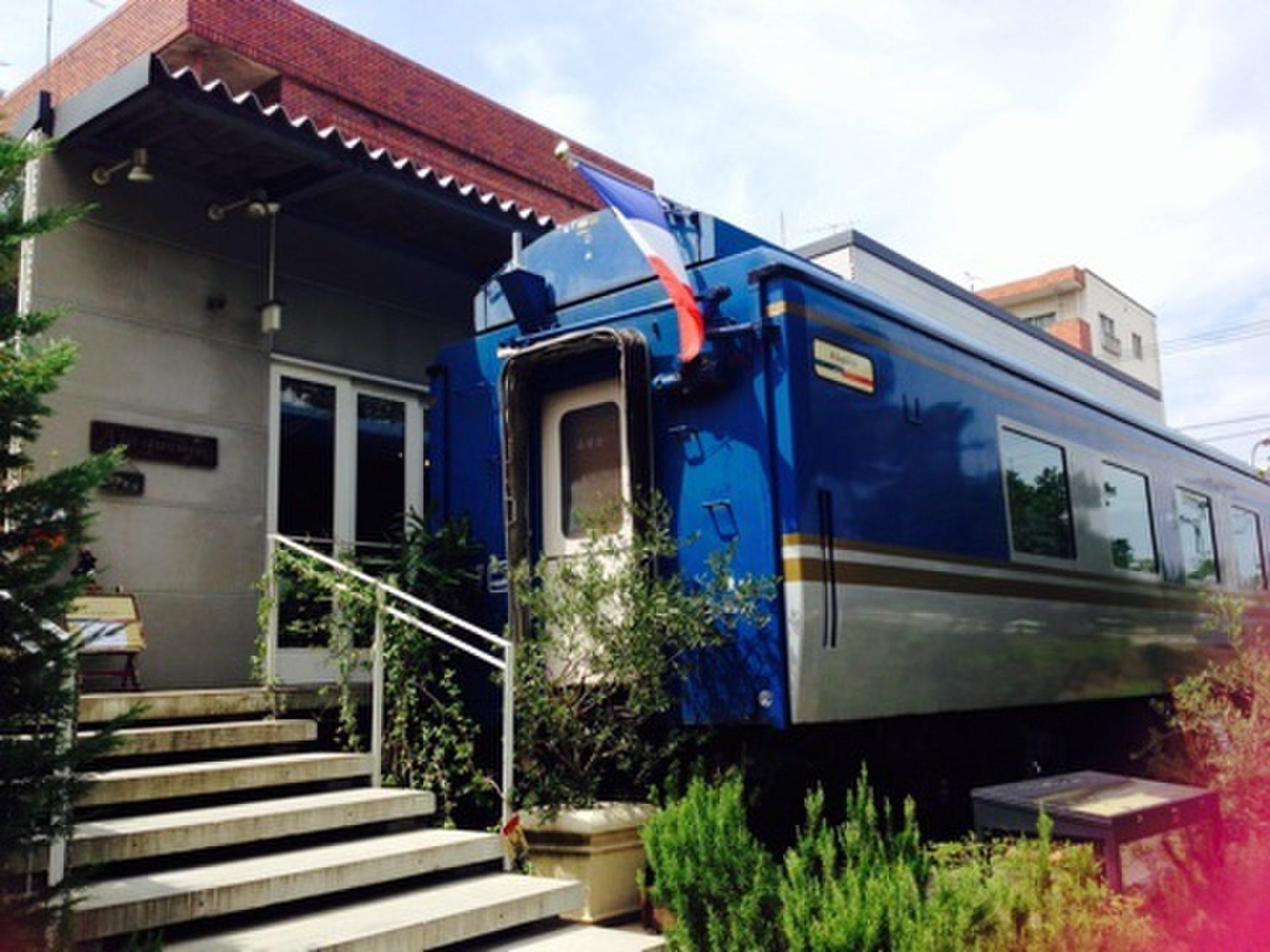 オリエント急行の特別列車を使用したフレンチレストランでランチデート!