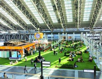 【大阪・期間限定】駅内に芝生!?時空の広場に裸足で遊べる芝生空間が登場!お花見もできます♩
