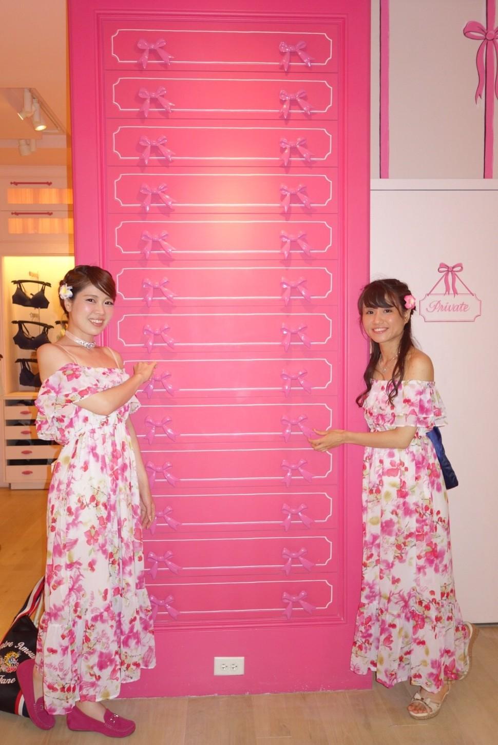 ハワイのビクトリアシークレットはフォトジェニック 見るだけでもオススメ ピンクだらけの店内 Playlife プレイライフ