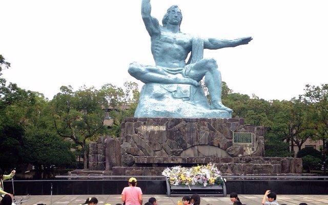 平和祈念像 (Nagasaki Peace Statue)