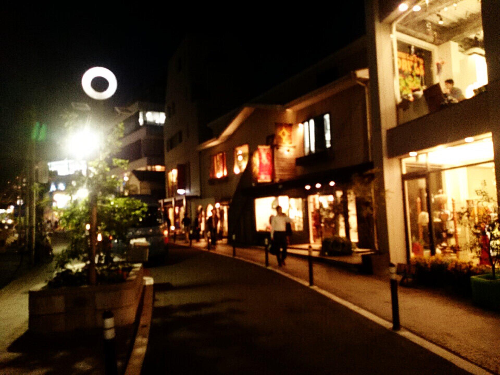 原宿・渋谷【夜のお散歩デート】雰囲気抜群!!キャットストリートでショッピング&カフェ。