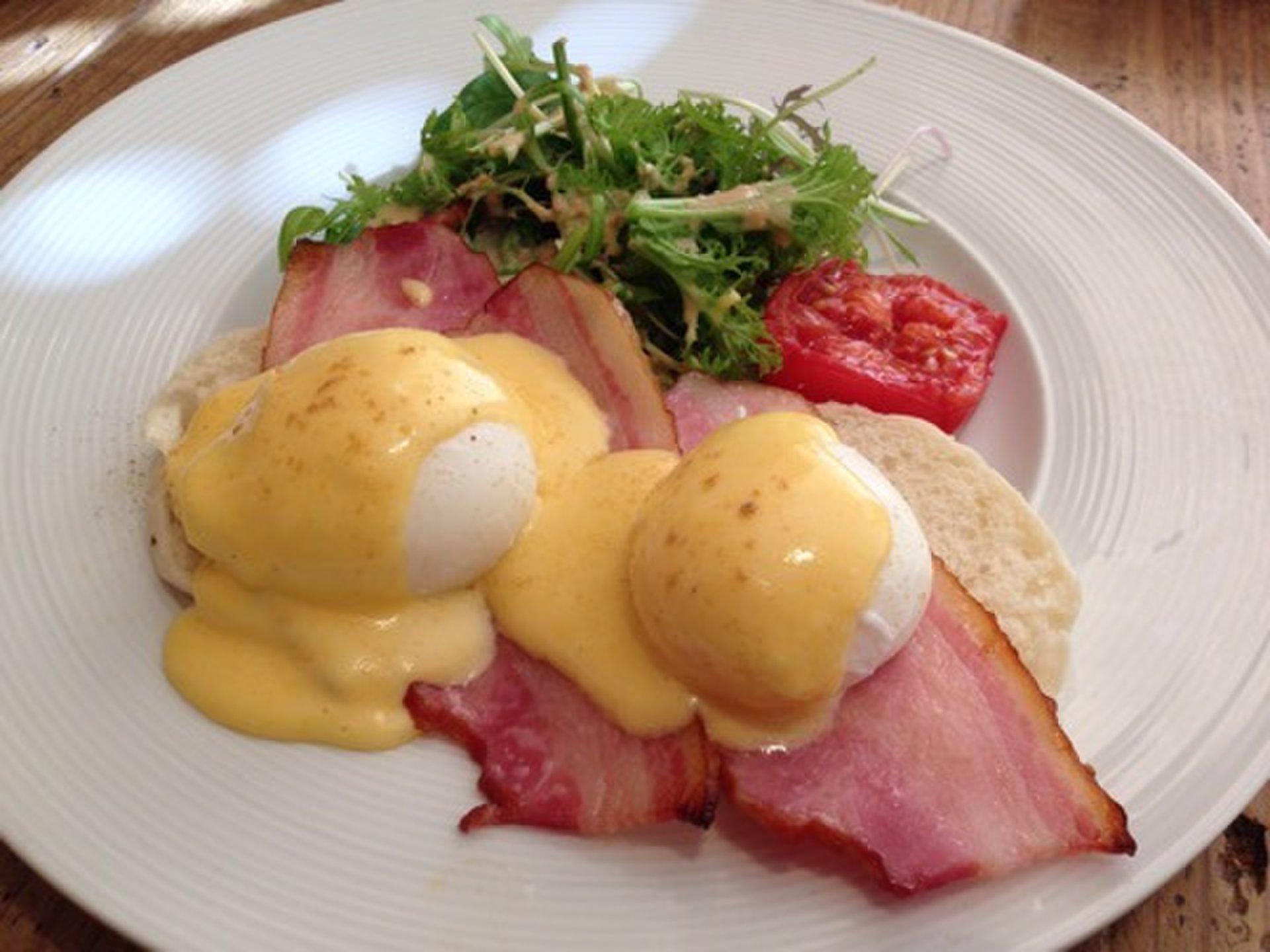 """人気No1はエッグベネディクト!朝食も夕食も楽しめる六本木の""""eggcellent エッグセレント"""""""