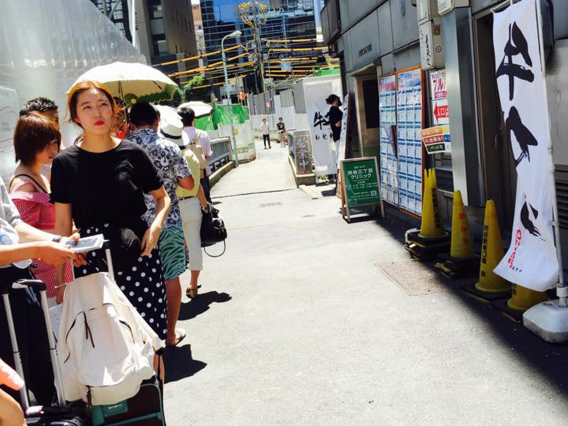 【並んででも食べたい!】行列のできるグルメスポット7選〜お寿司・肉・スイーツ編〜