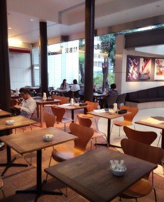 ベルギービール カフェ ベル・オーブ 東京芸術劇場