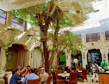 バスタキア地区に行ったら訪れたいカフェ。ドバイのXVAcafeはアートとフォトジェニックなカフェ。