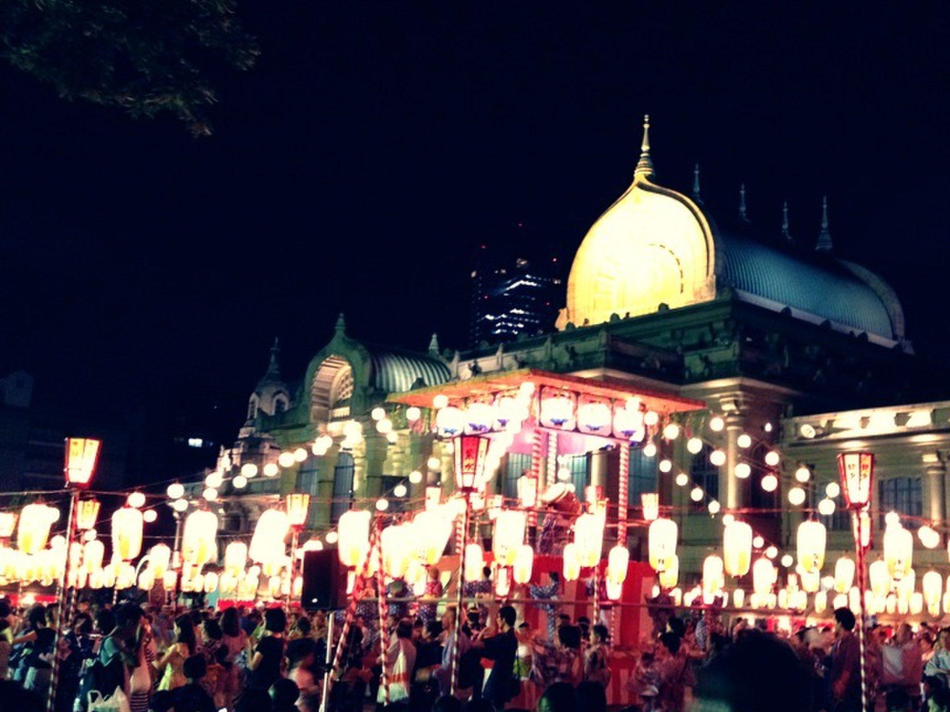 築地本願寺で年に一度の夏祭り!日本一屋台の美味しいお祭を楽しもう!デートにおすすめ