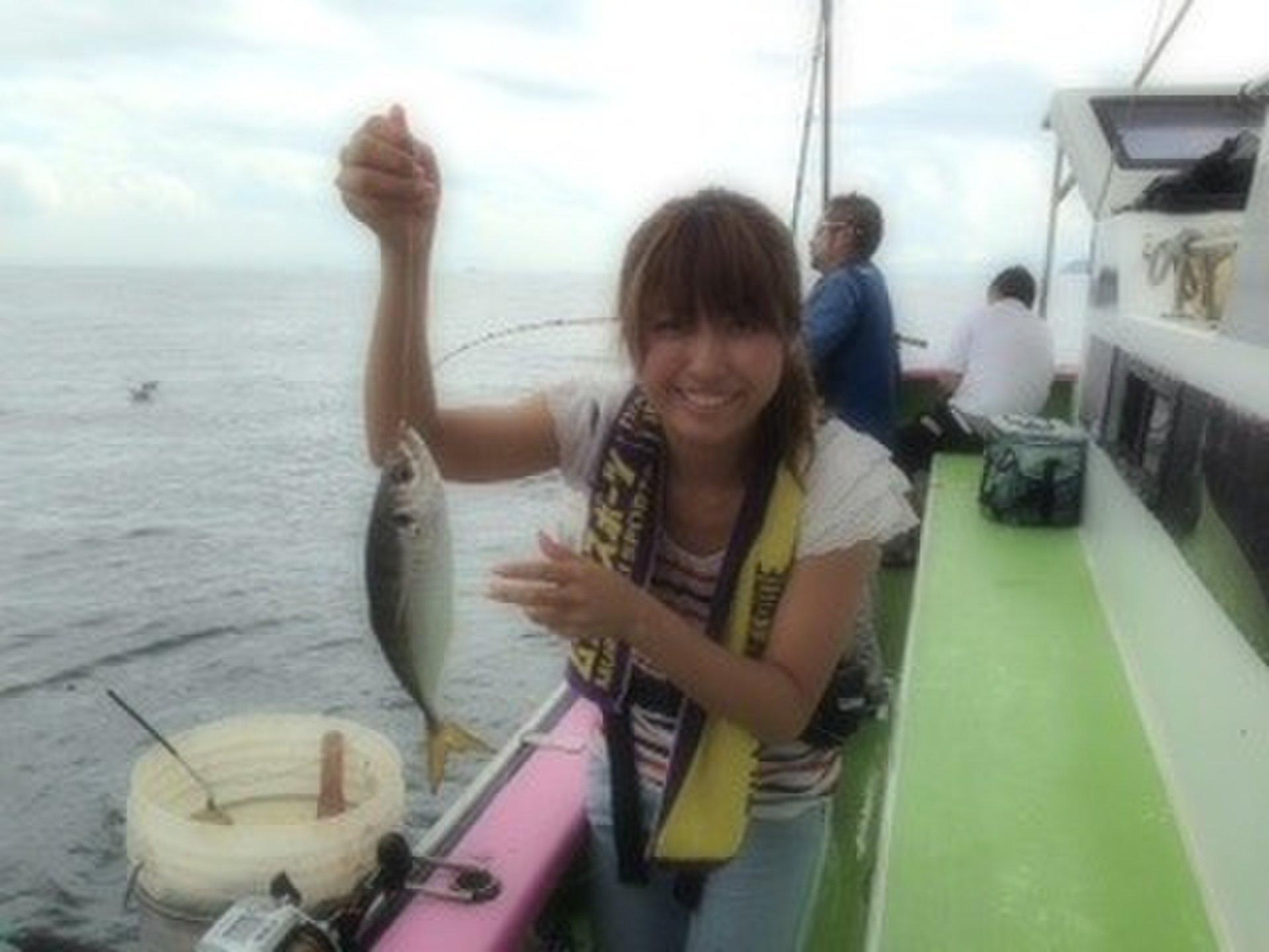 【横須賀大津港・船でアジ釣りアウトドアプラン】海の見える絶景温泉も!都内から1時間!