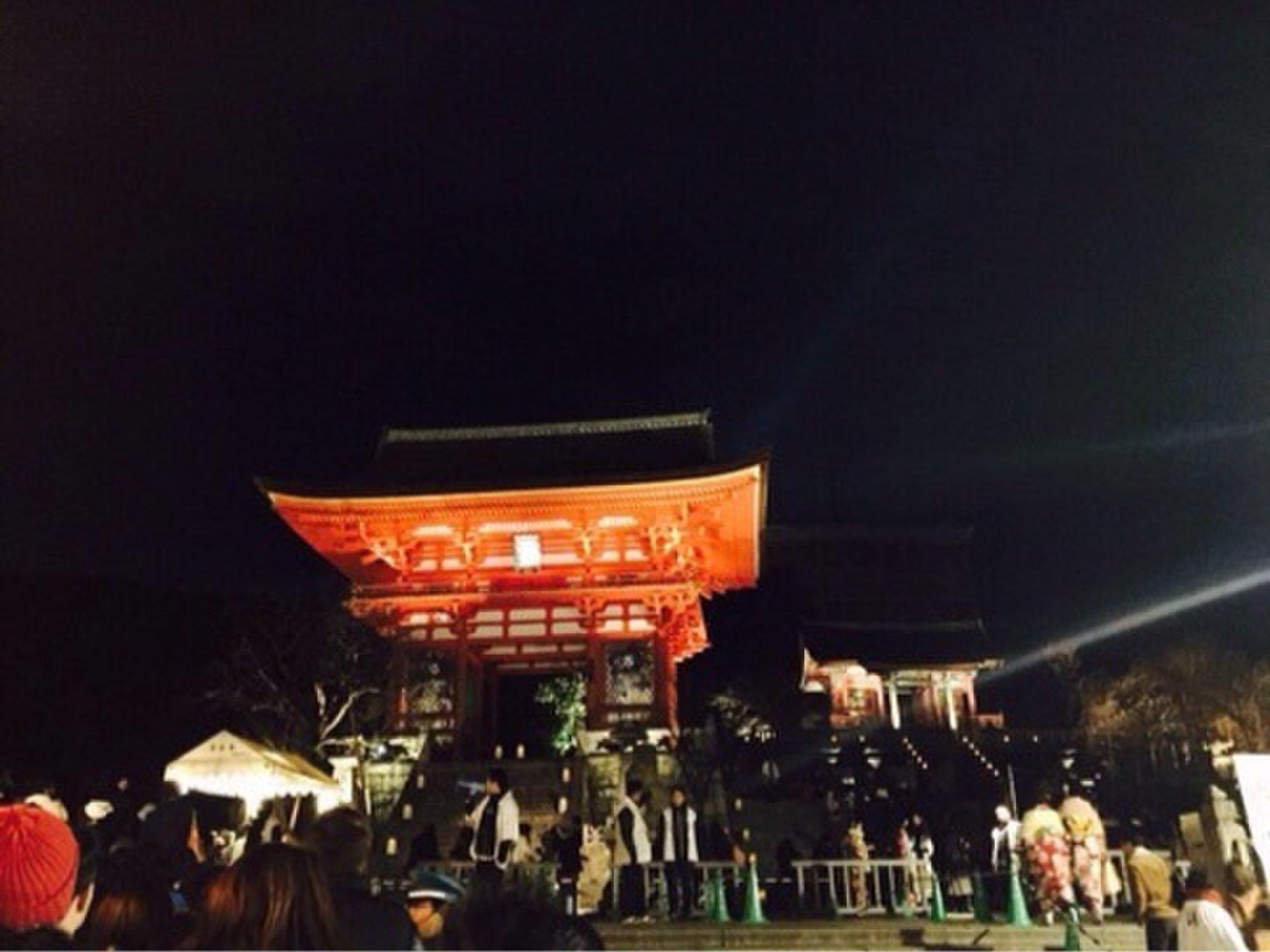 秋の紅葉シーズン限定!京都・清水寺のライトアップで夜間拝観♪